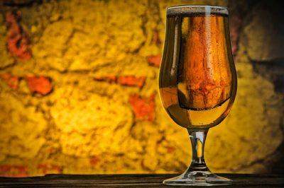Las cervezas IPA poseen un característico color ámbar.